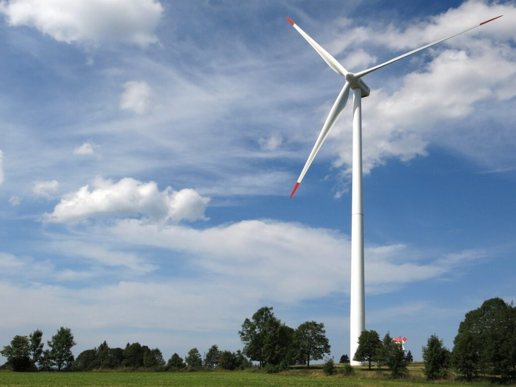 Duurzame energie wordt opgewekt in het Brabants landschap.